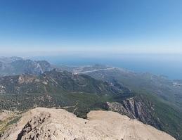 Вид на горную гряду с горы Тахталы