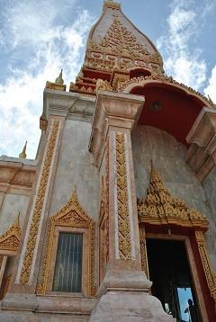 Храм Ват Чалонг (Wat Chalong), самый большой храм острова.
