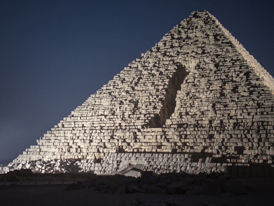essay egyptian pyramids The egyptian pyramids have been the subjects of many outlandish claims and construction theories for centuries the great pyramid for example has been associated with pyramid power, curses.