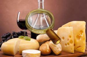 Французское трио - сыр, багет, вино